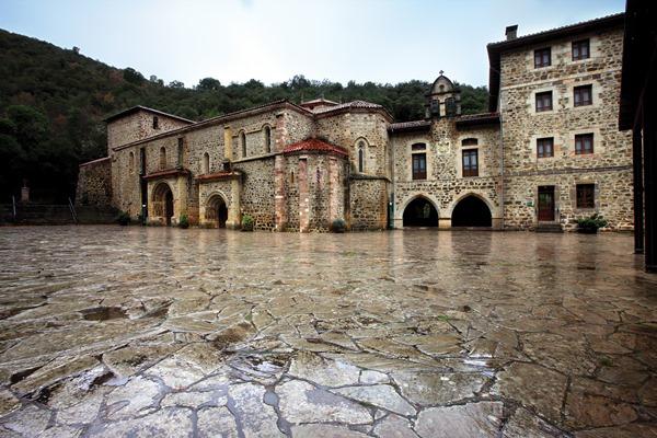 Turismo Cantabria - Turismo Religioso - Año Jubilar Lebaniego - Apertura Puerta del Perdón - Coro Filarmónico Vaticano - Pasacalles - Coros - Liebana - Monasterio de Santo Toribio